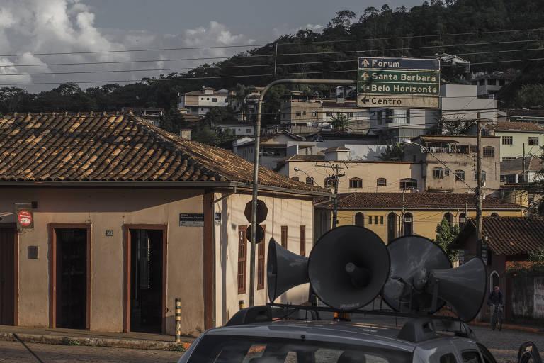 Moradores de Barão de Cocais (MG) aguardam com aflição momento de deixar a cidade