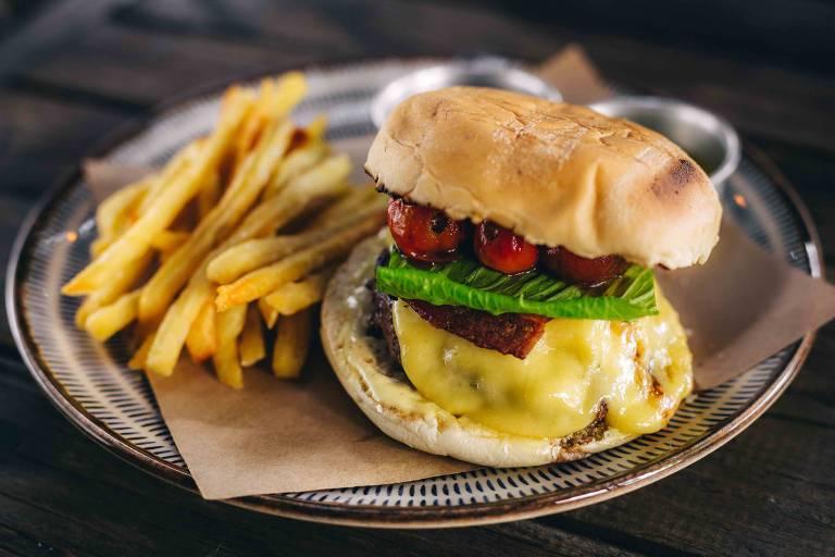 BEC Bar tem promoções no dia do hambúrguer