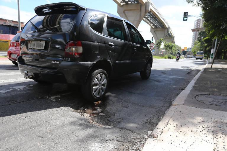 Buraco se forma do lado oposto da rua Barlavento, no sentido avenida dos Estados