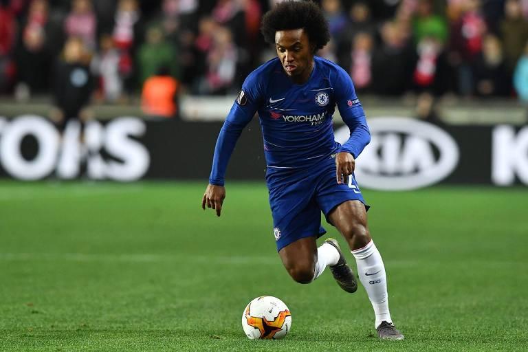 Willian durante partida do Chelsea contra o Slavia Praha pelas quartas de final da Liga Europa
