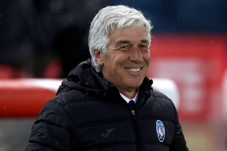 O técnico Gian Piero Gasperini comandou a Atalanta na campanha que terminou com a terceira colocação no Campeonato Italiano. Clube de Bérgamo vai disputar pela primeira vez a Liga dos Campeões.