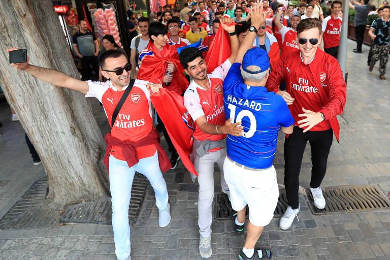 Torcedores de Arsenal e Chelsea se encontram em Baku, no Azerbaijão