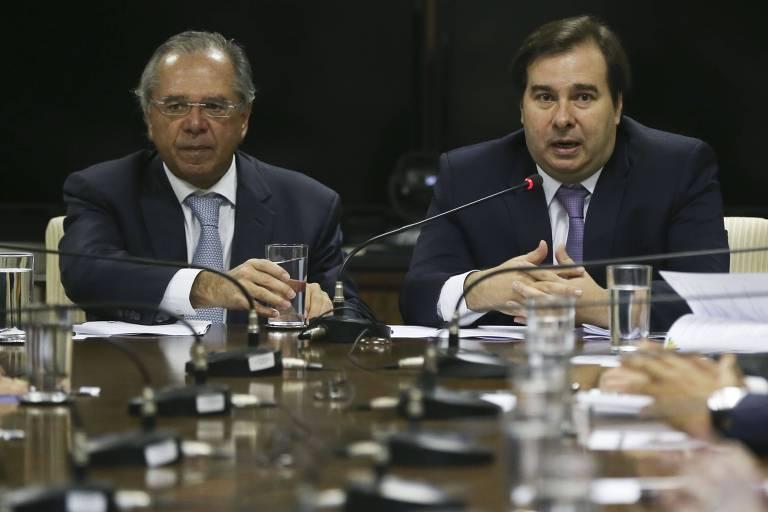 O presidente da Câmara, Rodrigo Maia, durante reunião com o ministro da Economia, Paulo Guedes, no Ministério da Economia