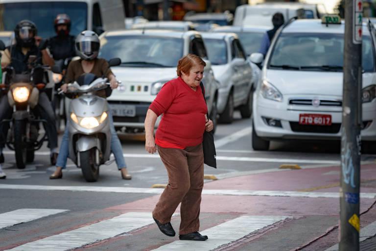 Aposentados lideram mortes de pedestres no trânsito de São Paulo