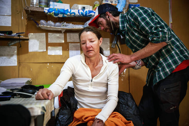 Isabella de la Houssaye recebe atendimento médico antes de encarar a subida ao topo do Aconcágua