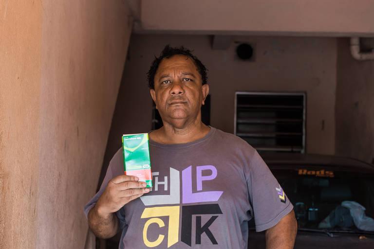 O aposentado por invalidez Célio Antônio Salomão, 51 anos, conta que, neste mês, foi duas vezes à Farmácia de Alto Custo para tentar retirar o remédio tracolimo 5 mg para transplante de rim