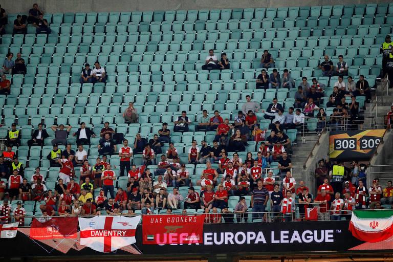 Torcida do Arsenal ocupa apenas uma parte do setor de cadeiras do estádio Olímpico de Baku