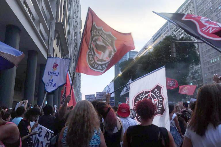 Policiais Antifascismo engrossam protesto no Rio de Janeiro pela educação e contra o governo Bolsonaro