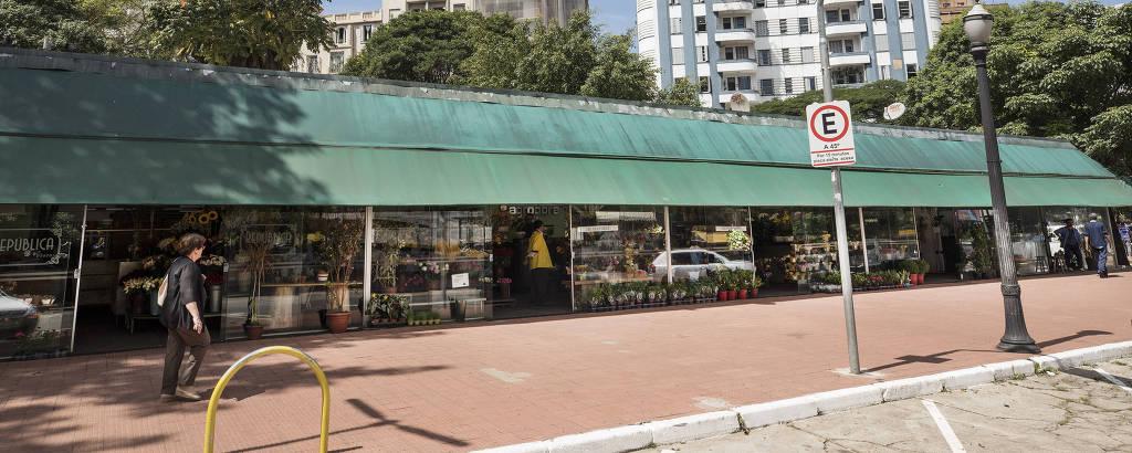 Mercado de flores do Arouche, que deveria ser substituído na reforma; por ora, não há verbas