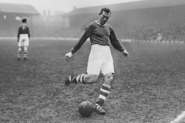 Albert Stubbins com o uniforme do Liverpool, clube que defendeu nas décadas de 1940 e 1950