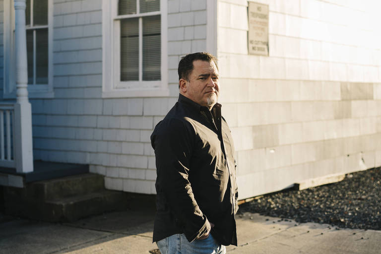 Luis Elizondo, que comandou um programa do Pentágono para investigar a existência de seres extraterrestres