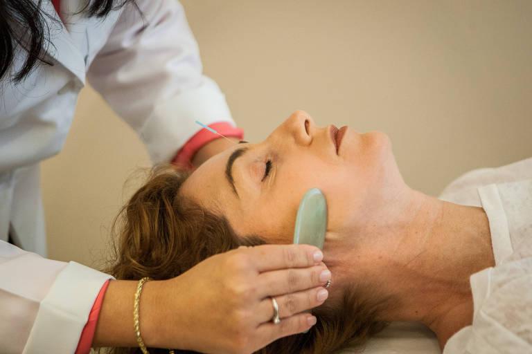 Tratamento para flacidez pode incluir preenchedores e fios