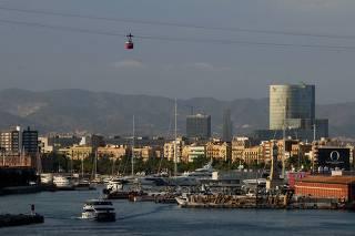 Teleférico e baía de Barcelona