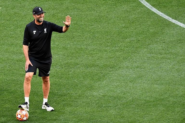 Klopp comanda treino do Liverpool nesta sexta-feira (31), véspera da decisão da Champions