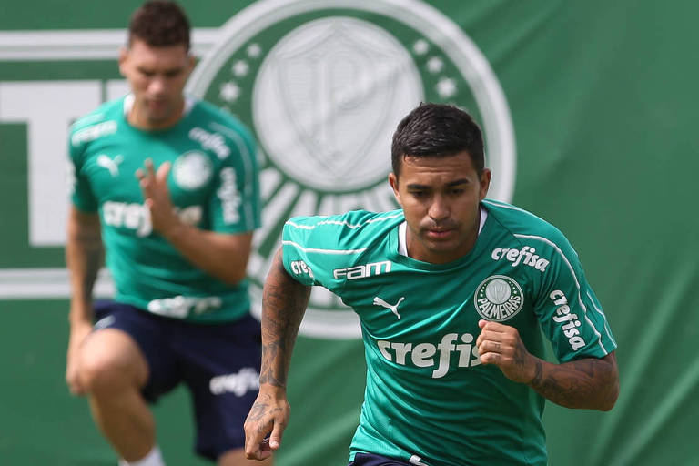 O atacante Dudu do Palmeiras participa do treinamento físico do Palmeiras na Academia de Futebol