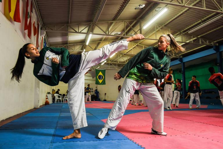 As medalhistas no Mundial Caroline Santos (à esq.) e Milena Titoneli durante treino em São Caetano