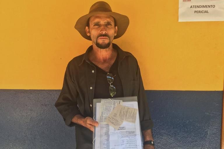 Edilson Ferreira sofreu um infarto um mês depois da tragédia e levou laudos e recibos de medicamentos para apresentar ao mutirão