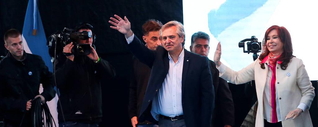 Alberto Fernández, ao lado de sua candidata a vice, Cristina Kirchner, em ato em Buenos Aires