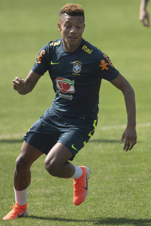 David Neres durante treino da seleção brasileira em Teresópolis neste sábado (1º)