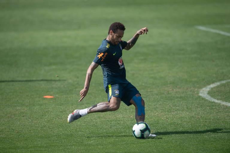 Neymar durante treino da seleção brasileira em Teresópolis