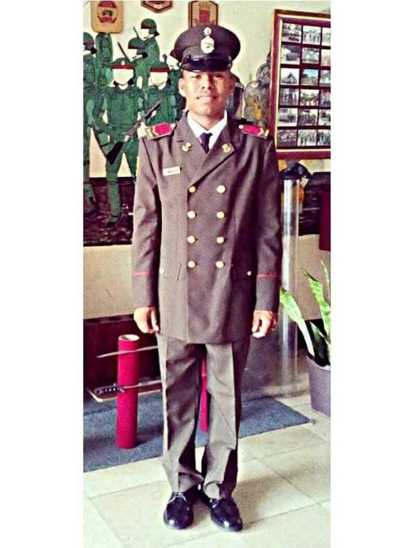O venezuelano Tulio Henrique López com o uniforme de formatura da escola de sargentos