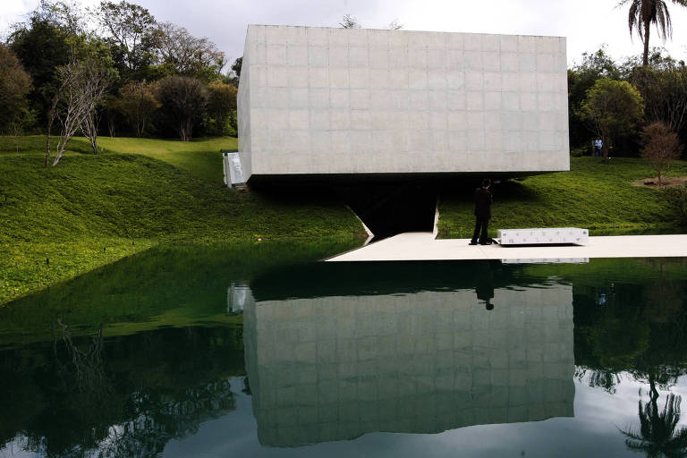 Pavilhão com obras da artista Adriana Varejão no Instituto Inhotim, em Brumadinho (MG)