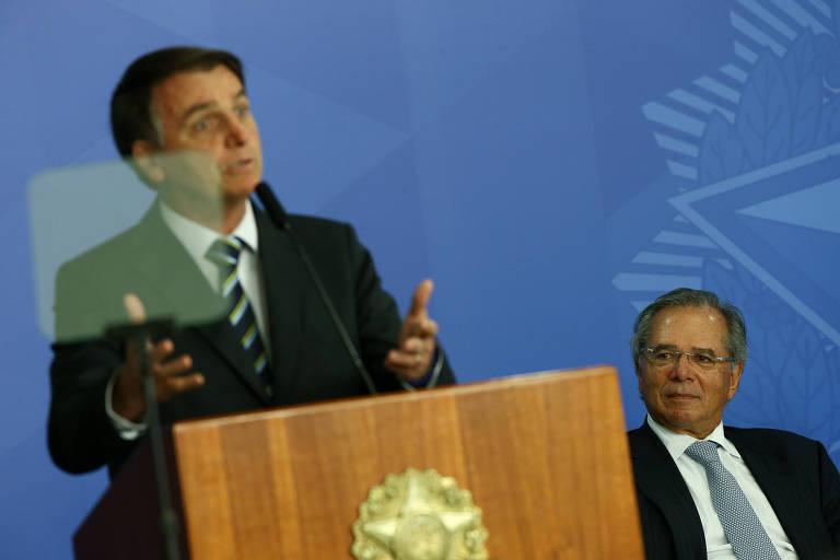 O presidente Jair Bolsonaro e o ministro Paulo Guedes durante assinatura da MP da Liberdade Econômica, no Palácio do Planalto