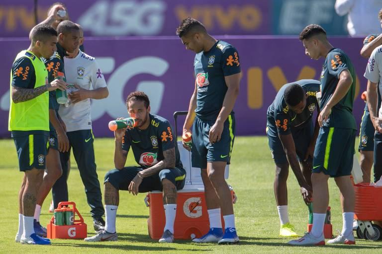 Neymar durante treino da seleção brasileira antes no domingo (26) em preparação para a Copa América