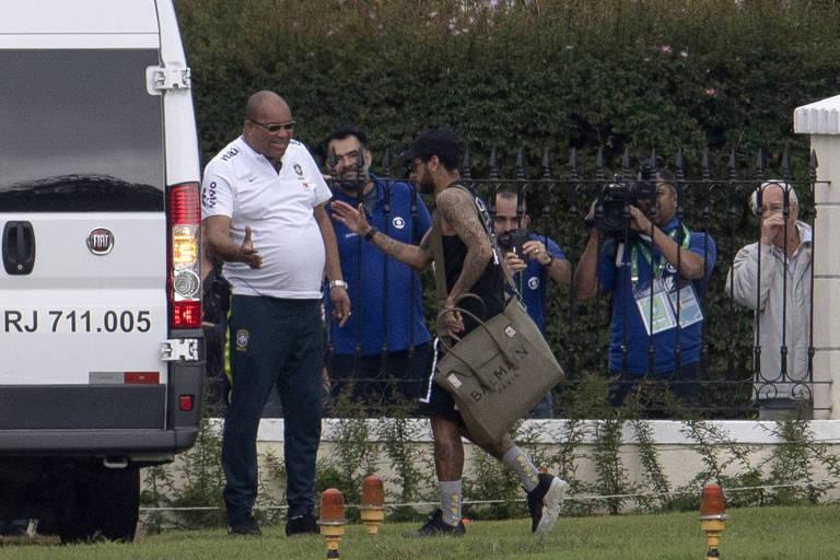 Neymar se reapresentou à seleção neste domingo (2), após folga dada a todo o elenco