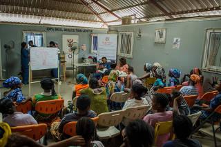 Aula em Abuja sobre ciclo menstrual