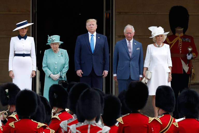 A rainha Elizabeth 2ª, o príncipe Charles e sua mulher, Camilla, recebem Donald e Melania Trump no Palácio de Buckingham