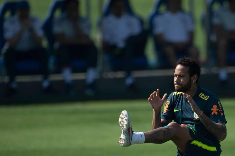 Neymar em treino da seleção brasileira na Granja Comary, em Teresópolis