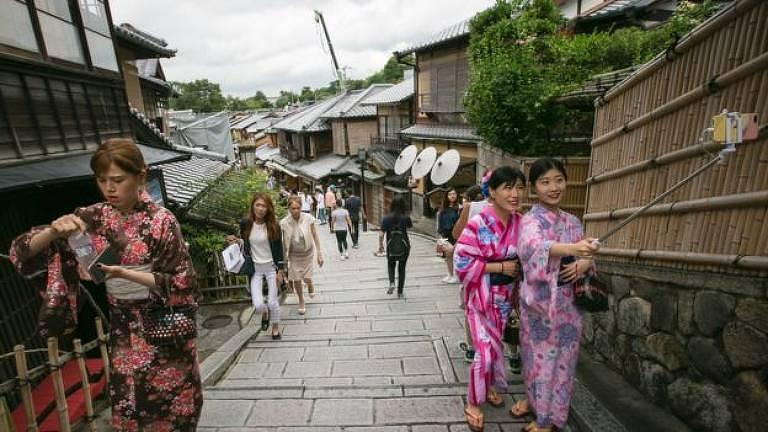 As ruas da Velha Quioto podem ficar lotadas facilmente
