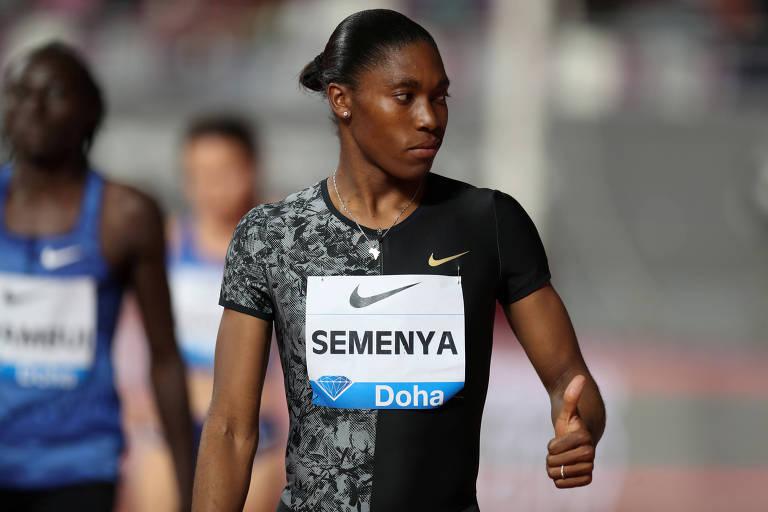 A sul-africana Caster Semenya, nascida em 1991, é bicampeã olímpica (2012 e 2016) e tricampeã mundial (2009, 2011 e 2017) dos 800 m; nova norma da federação internacional de atletismo obriga a atleta a reduzir o nível de testosterona que seu corpo produz naturalmente para que possa competir