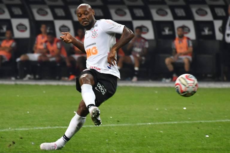 O atacante Vagner Love é a esperança de gols do Corinthians no Rio
