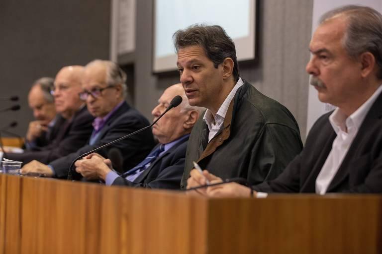Ex-ministros da Educação José Goldemberg, Murílio Hingel, Cristovam Buarque, Fernando Haddad, Aloizio Mercadante e Renato Janine Ribeiro reunidos na USP