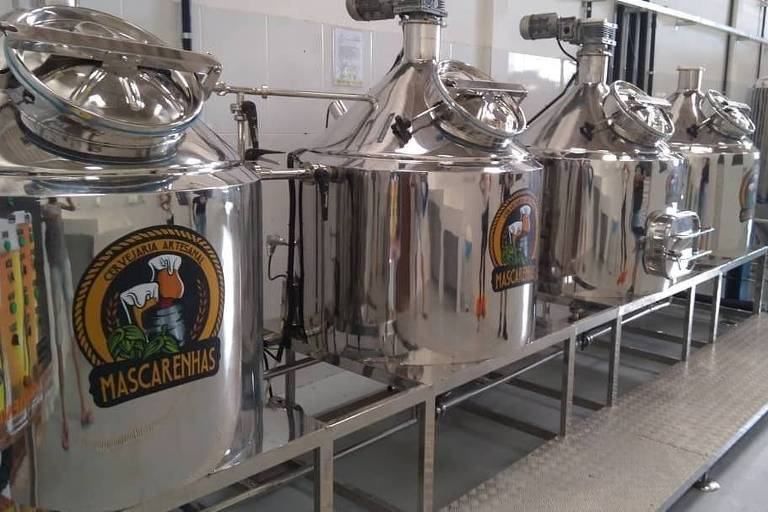 Tonéis de inox da fábrica da Cervejaria Artesanal Mascarenhas, em Lauro de Freitas, Bahia