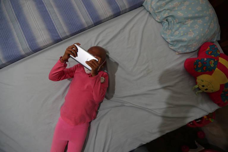 Mariana Navas, 6, paciente no hospital público José Manuel de los Ríos, em Caracas
