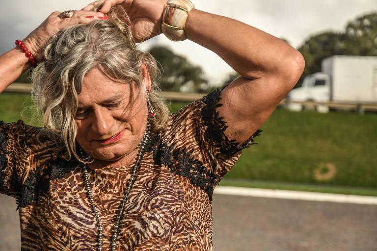 Resultado de imagem para Caminhoneira trans vira estrela de comercial de rede de postos