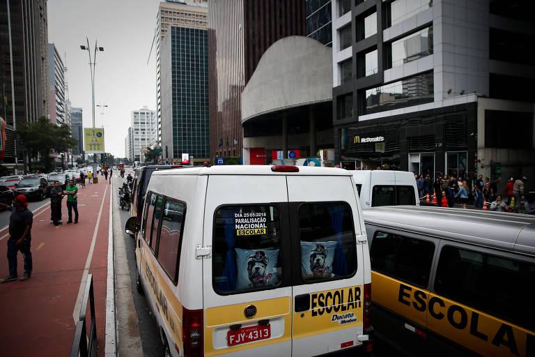 Motoristas de transporte escolar fazem protesto a Av. Paulista