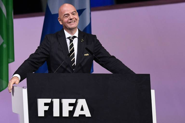 Infantino é reeleito na Fifa e promete R$ 6,5 bi para federações