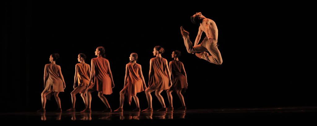 'Agora', coreografia de Cassi Abranches, do grupo Corpo, para a São Paulo Companhia de Dança