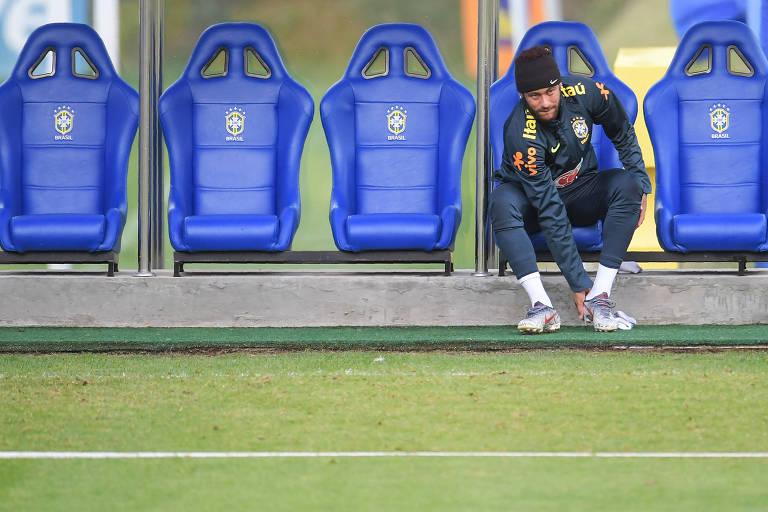 Neymar se prepara para treino da seleção brasileira antes de amistoso contra o Qatar, nesta quarta (5)