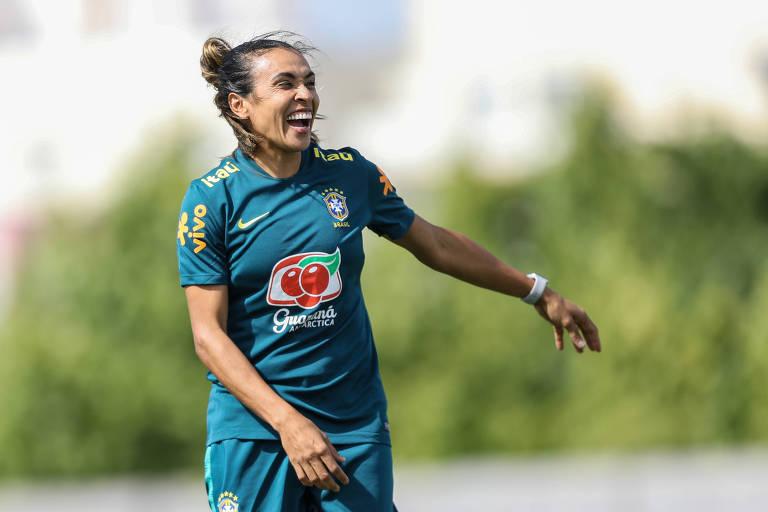 Marta durante treino da seleção brasileira para a Copa do Mundo da França