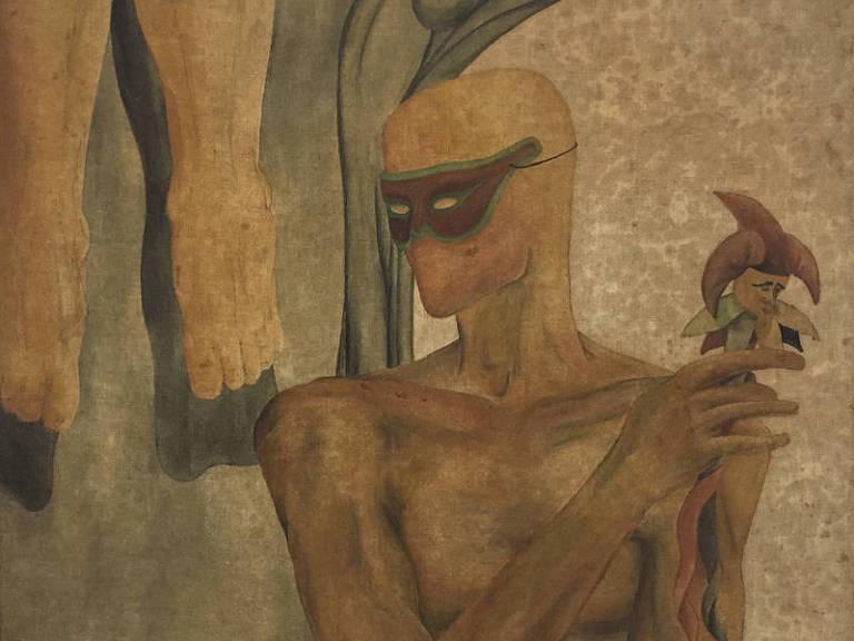 figura mascarada em marrom