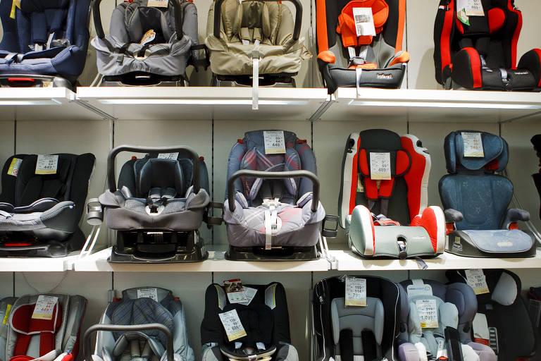 Cadeirinhas infantis para uso em carros à venda em loja