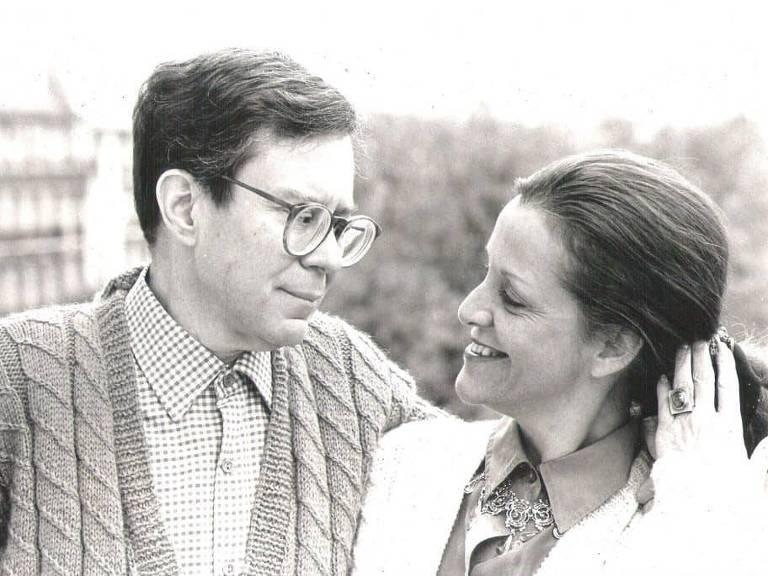 Hilda Vieira de Castro Merquior (1940-2019) com o marido, José Guilherme Merquior