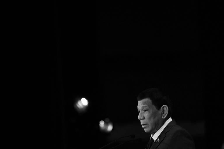 O presidente filipino, Rodrigo Duterte, discursa em evento em Tóquio