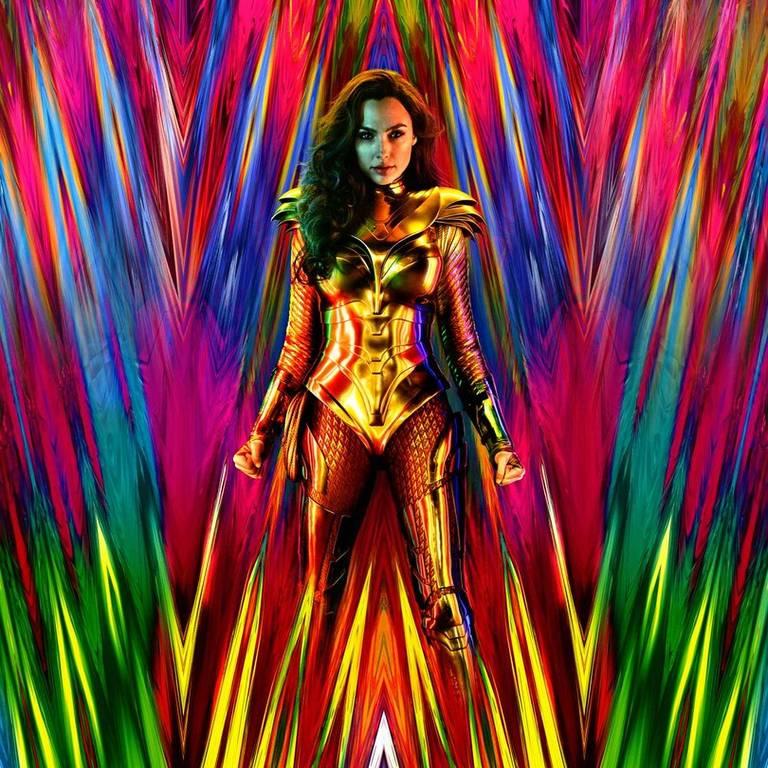 Mulher Maravilha (Gal Gadot) com armadura dourada