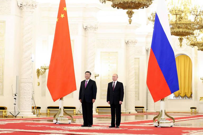 Xi Jinping e Vladimir Putin durante encontro no Kremlin, sede do poder em Moscou